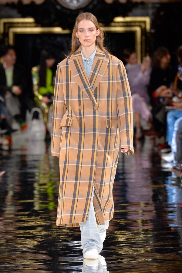 Stella McCartney Fall 2018 Runway collection.