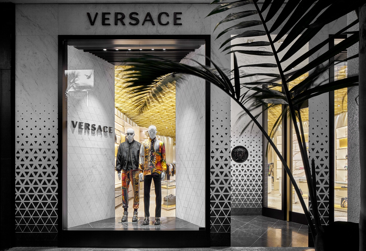 ee16b168 Versace Wows Bal Harbour Shops!